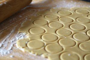 La-Cooquette-dulce-de-leche-Ginger-Alfajores-prep-dough