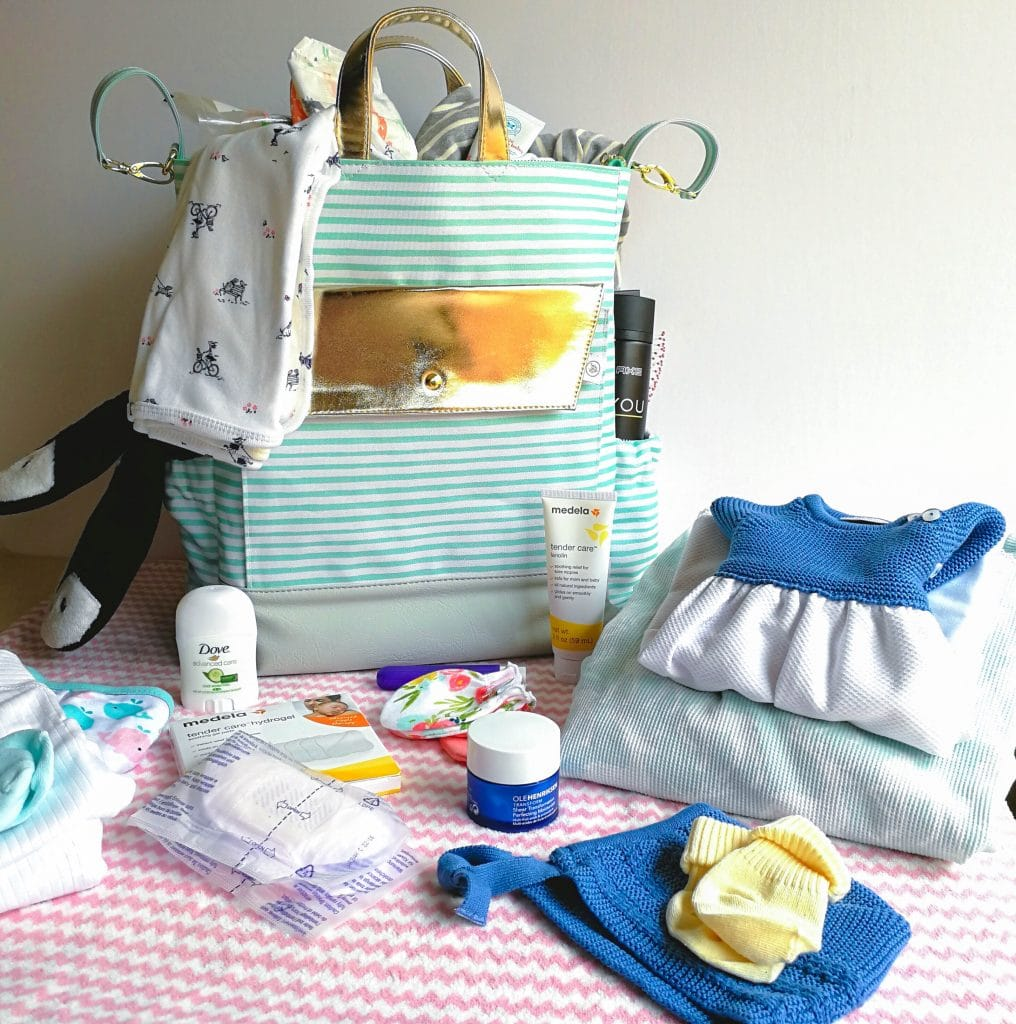 http://lacooquette.com/wp-content/uploads/2017/11/whats-in-my-hospital-bag-checklist-la-cooquette.jpg